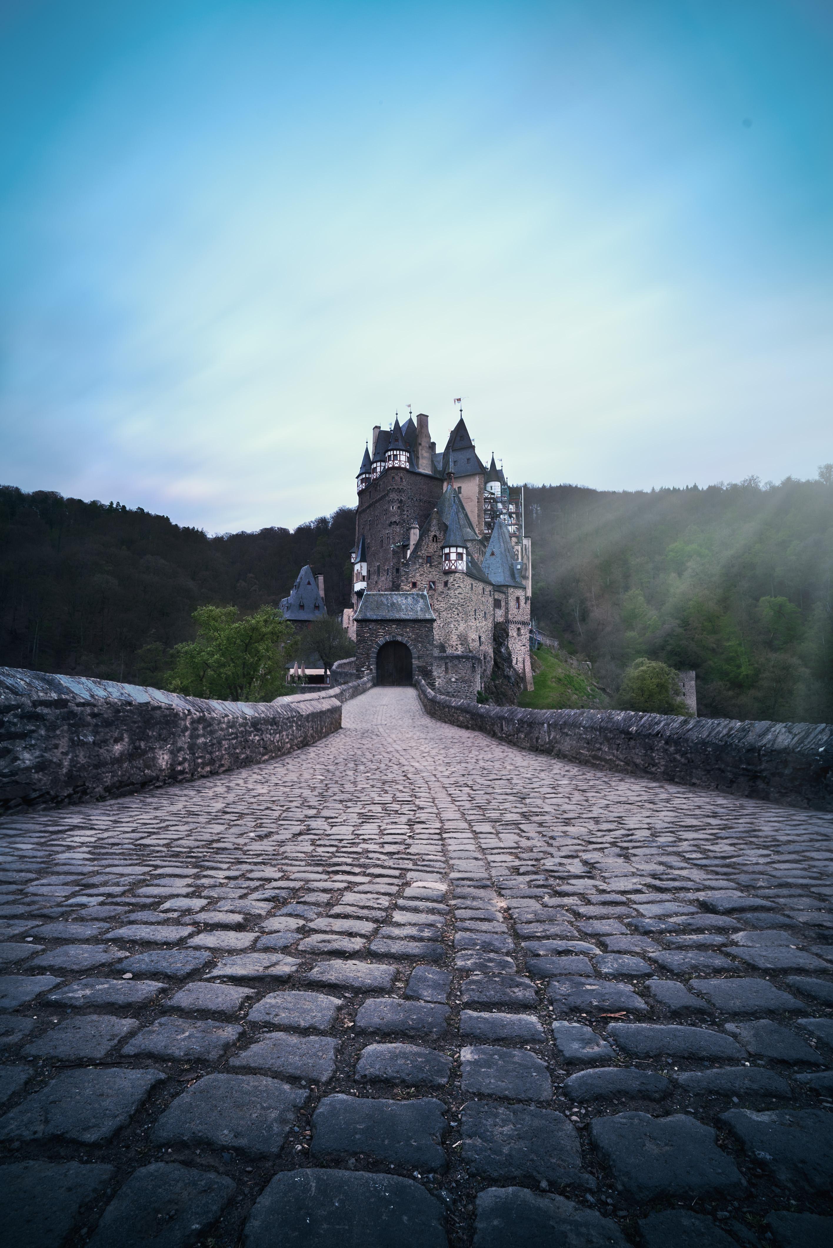 Burg Elts im Sonnenschein